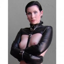 Veste de contrainte réglable en faux cuir souple noir (style Bolero)